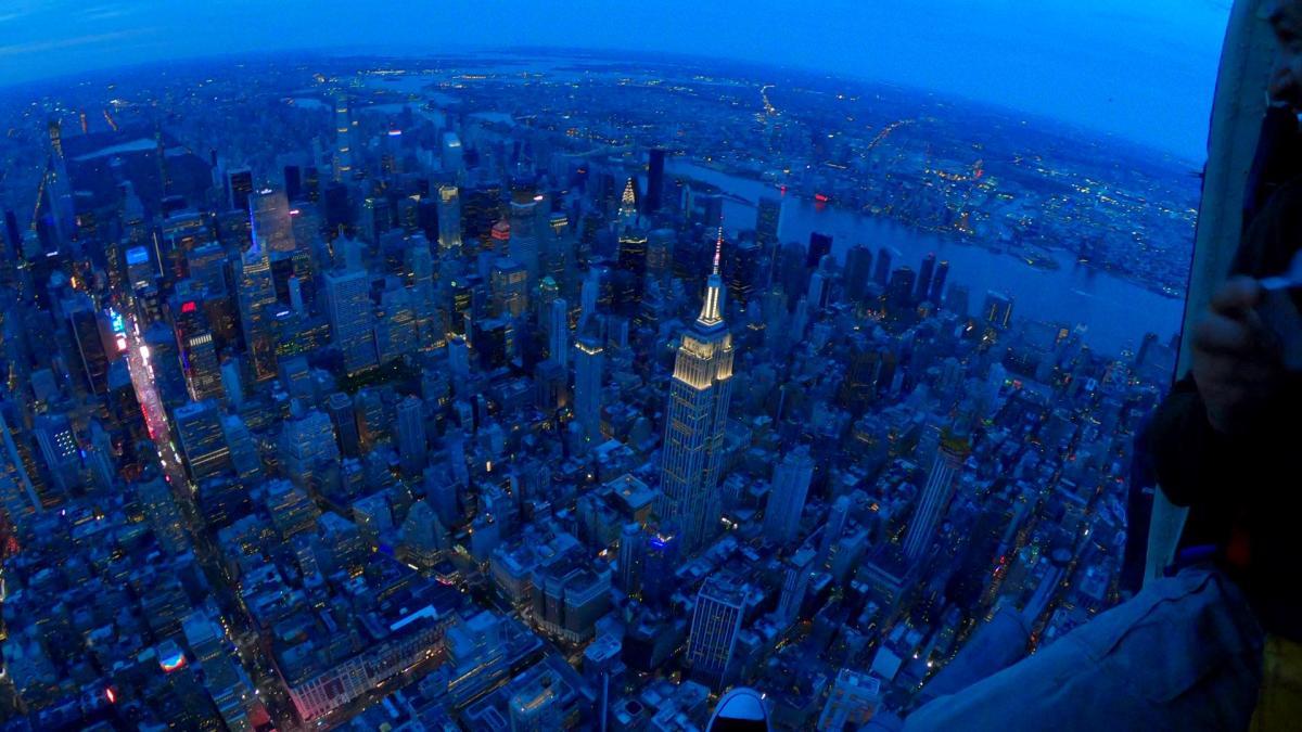 WAHNSINN!! Ein Helikopter-Rundflug mit offenen Türen über New York bei Sonnenuntergang!!