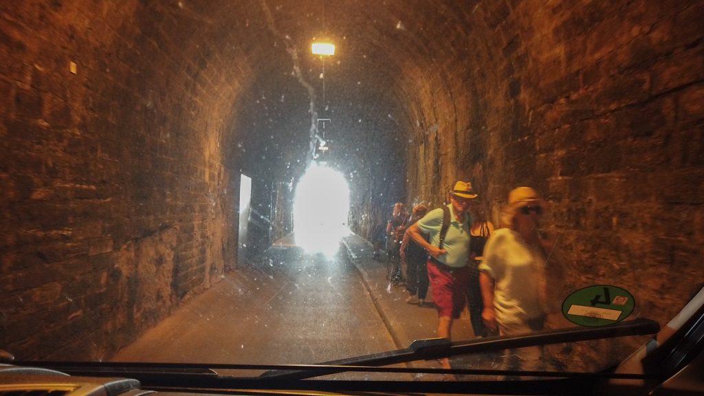 Ganz vorsichtig durch den Tunnel - Biarritz