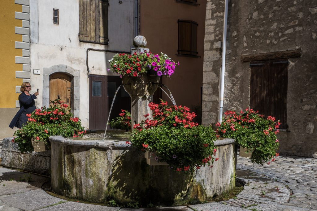 Brunnen am Place de la Fontaine - Villars-Colmar
