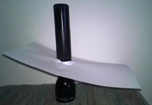 Hier siehst du eine Taschenlampe mit einem Blatt Papier.