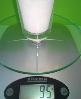 Der Zucker wiegt 95 Gramm.