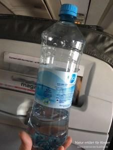 Die Flasche im Flugzeug - Éin Experiment mit Luft