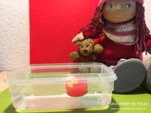 Ein Experiment mit Luft - Gummibärchen tauchen lassen