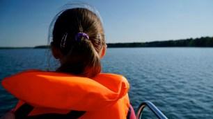 AHOI Segeln Scharmützelsee Kind auf dem Wasser