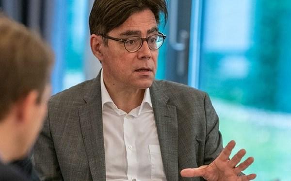 politische Unsicherheit 2020 Editorial Foto Achim von Michel