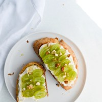 Sweet cottage cheese toast with grapes