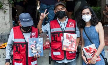 Ventas y acompañamiento por voluntarios en el sábado de valedor de mayo