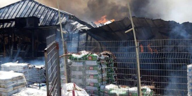 5 צוותי כיבוי פועלים בשריפת מחסן סמוך לבתי התושבים בקיבוץ יפעת