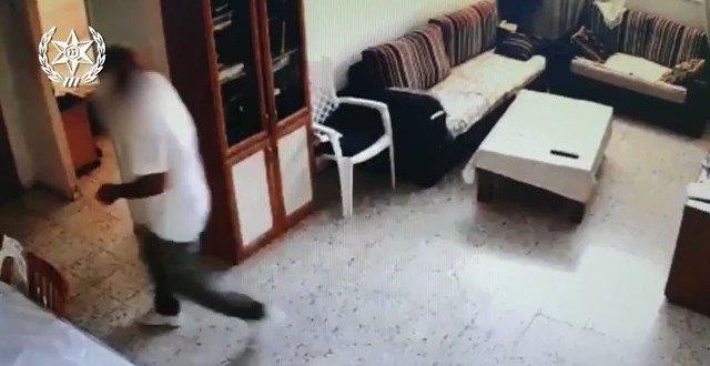החשודים פרצו לדירתו בראש העין של קשיש בן 9...