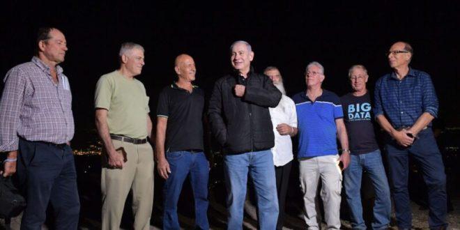 """צפו: """"צוות ביבי"""" חוגגים לראש הממשלה נתניהו יום הולדת 70"""