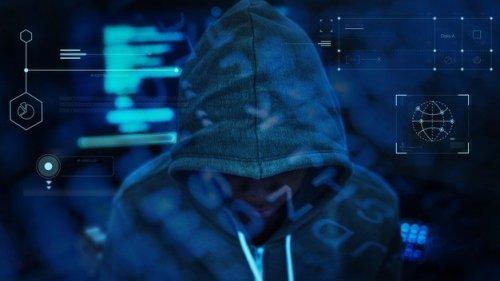 "hacker-working-darkness_53876-94580-500x281 ההונאה של ""חברת החשמל""; איך תדעו להיזהר?"