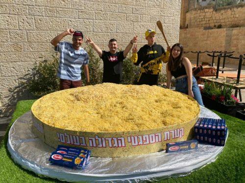 -הספגטי-הגדולה-בעולם-צילום-ליאו-1-500x375 שיא גינס ישראלי חדש: קערת הפסטה הגדולה ביותר בעולם