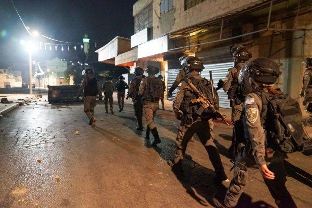 """1620774668_766_המשטרה-מאות-שוטרים-ולוחמי-מגב-פרוסים-בעיר-לוד-בעקבות-אירועי המשטרה: מאות שוטרים ולוחמי מג""""ב פרוסים בעיר לוד בעקבות אירועי האלימות הקשים המ..."""