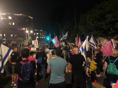 "WhatsApp-Image-2021-05-08-at-21.13.05-1-500x375 מאות מפגינים סמוך למעון רה""מ בירושלים: ״עוד קצת - והמחאה מנצחת את השחיתות״"