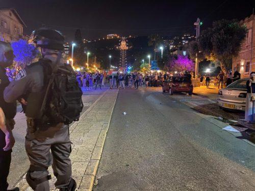 WhatsApp-Image-2021-05-09-at-22.32.16-1-500x375 מאות מפגינים בחיפה, 15 חשודים בידויי אבנים לעבר שוטרים נעצרו