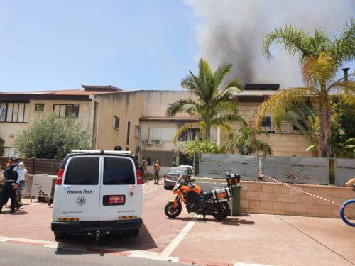 WhatsApp-Image-2021-05-11-at-13.31.23-500x375 ירי לאשדוד: בניין מגורים ספג פגיעה ישירה, שלושה בני אדם נפצעו קל