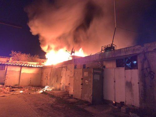 WhatsApp-Image-2021-05-15-at-22.01.37-500x375 חנות עולה באש ברמלה, צוותי כיבוי במקום