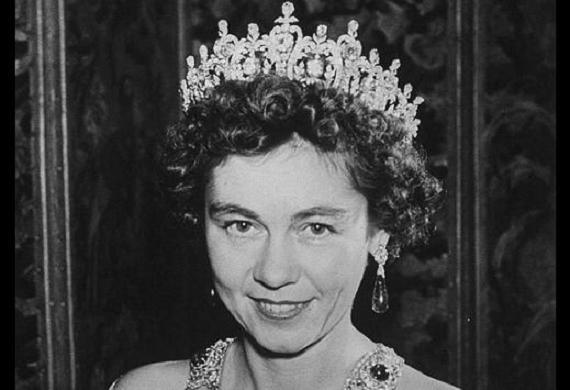 """Φρειδερίκη, η Βασίλισσα της Ελλάδας, που προκαλούσε τα πάθη : """"Γενναιόδωρη και τσιγκούνα, δολοπλόκα και δημιουργική"""". Άγνωστες ιστορίες από την δράση της"""