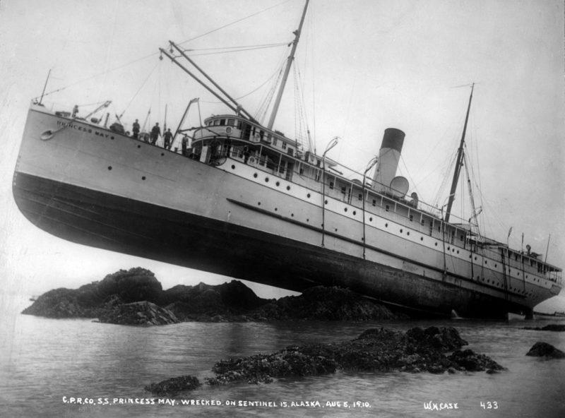 """Το πλοίο που βγήκε στη στεριά. Άντεξε την πρόσκρουση, την ανταρσία, την πειρατεία και έπλευσε μέχρι τα βαθιά """"γεράματα"""""""