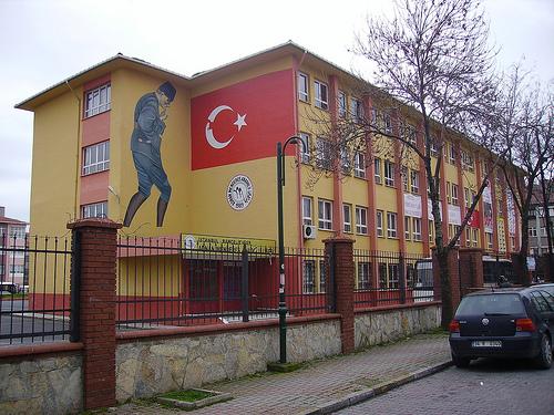 """Τι γράφουν τα τουρκικά σχολικά βιβλία για την ελληνική επανάσταση του 1821. Τα προνόμια, οι δραγουμάνοι και η """"Εθνική Εταιρεία"""""""
