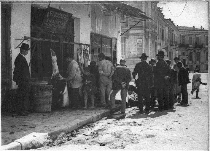 Καλό Πάσχα από το μακρινό 1918 και το κρεοπωλείο της εποχής. Γιατί το θαύμα του Έλληνα είναι η αντοχή του