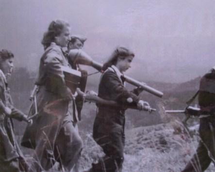 Μαχήτριες του ΔΣΕ στον Γράμμο. Οι περισσότερες απ' αυτές επέδειξαν ιδιαίτερο θάρρος στο πεδίο της μάχης.