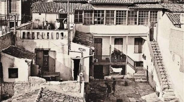 Το κινηματογραφικό σπίτι του Αντωνάκη και της Ελενίτσας στην οδό Τριπόδων 32