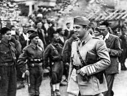 Ο Ενβέρ Χότζα την περίοδο του αντιστασιακού αγώνα.