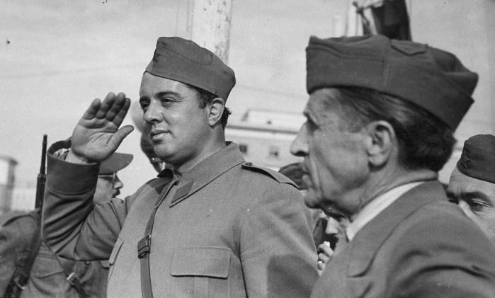 Ένβερ Χότζα 1944