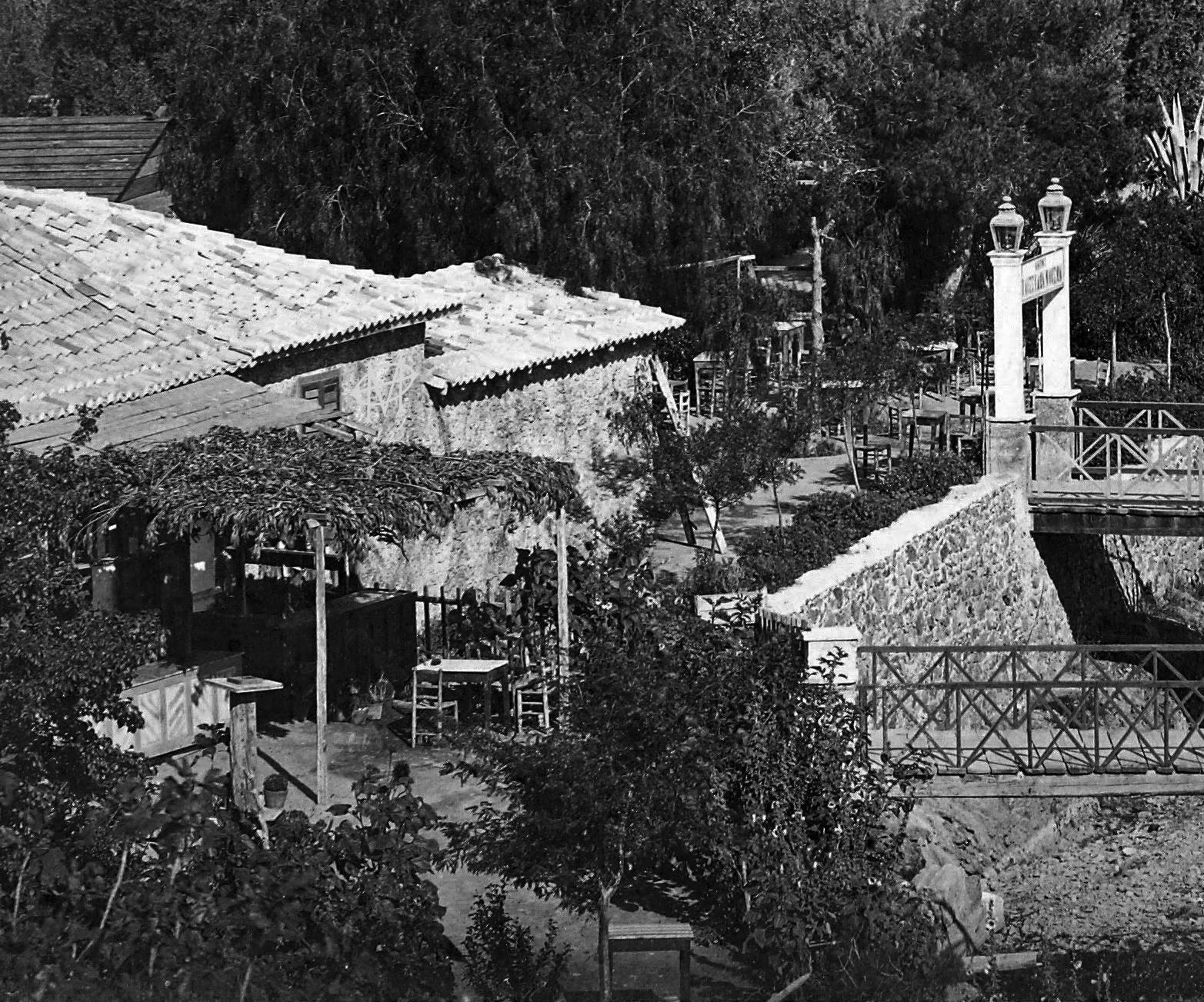 """Ποια ήταν τα """"παντρεμενάδικα"""" στις όχθες του Ιλισού. Η περιοχή με τα καφενεδάκια και τα γεφύρια που χάθηκε μετά τα έργα «εξωραϊσμού της πρωτευούσης». Ήταν το αγαπημένο στέκι των ερωτευμένων της Αθήνας (βίντεο)"""