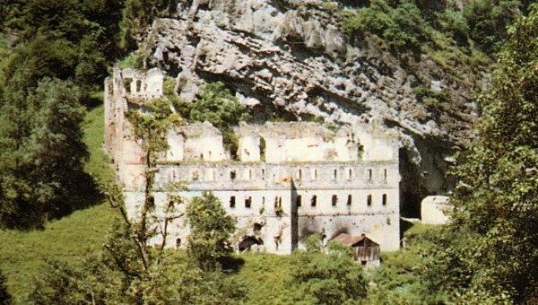 Η μονή του Αγίου Ιωάννου Βαζελώνα στην περιοχή της Ματσούκας του νομού Τραπεζούντας, το 1997