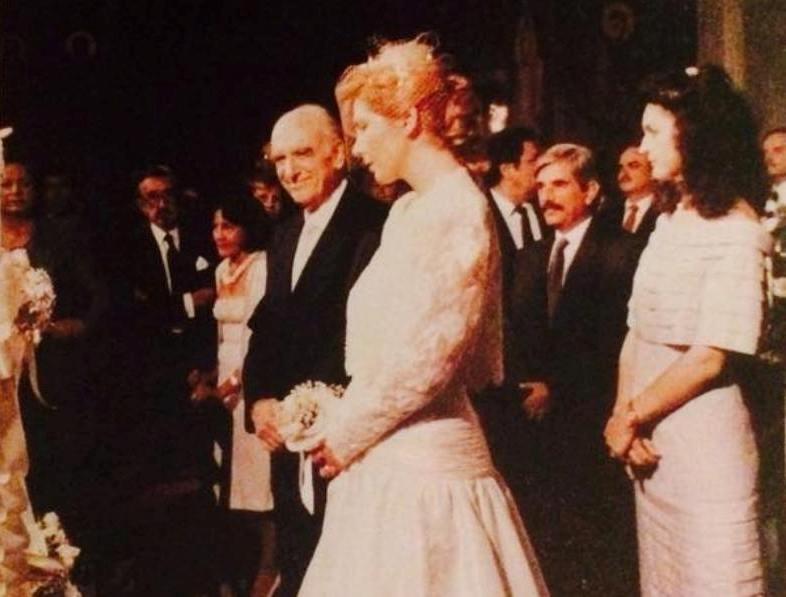 """""""Μη χτυπάτε τη Δήμητρα, χτυπήστε εμένα"""". Ο γάμος του 70χρονου Ανδρέα Παπανδρέου με την 35χρονη Δήμητρα Λιάνη και η επίθεση από τον Τύπο"""