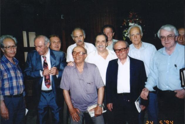 Συνάντηση των επιζώντων δραπετών το 1994. από αριστερά: Λ. Τζεφρώνης, Κ. Τσακίρης, Π. Ροδάκης, Α. Μπαρτζώκας, Γ. Χατζηπέτρου, Γκ. Βερναρδής, Β. Βαρδινογιάννης, Στ. Σιδέρης, Κ. Λιναρδάτος, Α. Βελής, Κ. Φίλης.