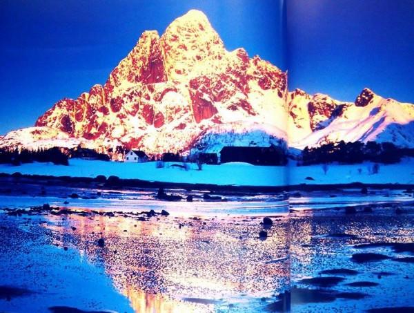 """Το """"πυρωμένο ηλιοβασίλεμα"""" των Νήσων Λοφότεν"""