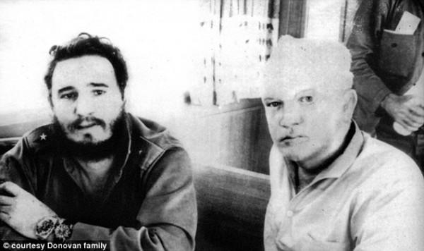 Ο Ντόνοβαν μαζί με τον Φιντέλ Κάστρο