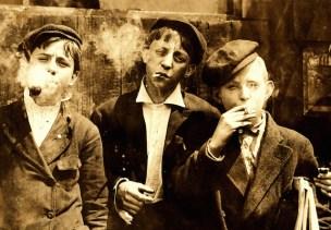 Το 1910, το κάπνισμα ήταν τόσο δημοφιλές, που ορισμένες φορές επιτρεπόταν ακόμα και σε παιδιά