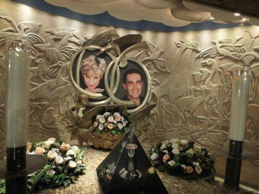 Μνημείο προς τιμήν της Νταϊάνα και του Αλ Φαγιέτ στο πολυκατάστημα Χάροντς