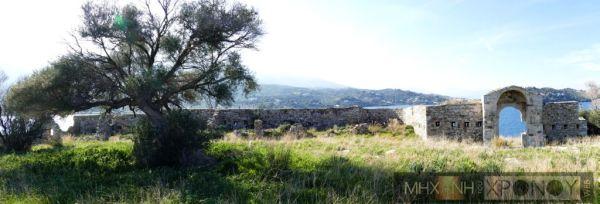 Το εσωτερικό του οχυρού με θέα τον Πόρο και τον Γαλατά. Η στρατηγική θέση του νησιού έδινε σημαντικό πλεονέκτημα σε όποιον το κρατούσε.