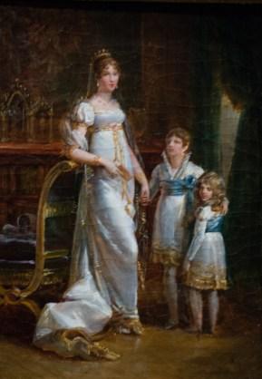 Η Ιωσηφίνα με τα δυο παιδιά της.