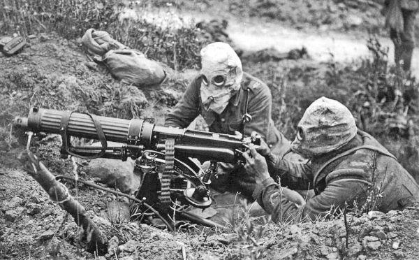 Η πρώτη χρήση χημικών ουσιών έγινε στον Α' Παγκόσμιο Πόλεμο και εξολοθρεύτηκαν 100 χιλιάδες στρατιώτες. Οι Γερμανοί έριξαν χλώριο στους Γάλλους και ένας Καναδός χημικός το αντιμετώπισε με ούρα!
