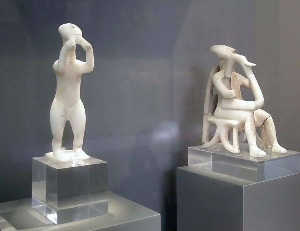 Αυλητής και Αρπιστής της Κέρου, Εθνικό αρχαιολογικό Μουσείο, ειδώλια που βρέθηκαν σε τάφο της Κέρου το 1875 και χρονολογούνται το το 2800 - 2300 π.Χ