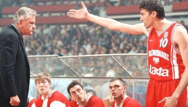 """Μετά τη νίκη του ΠΑΟΚ επί της Ορτέζ το 1993 όταν οι δημοσιογράφοι έκαναν ερωτήσεις στον Φασούλα τους απάντησε """"Ρωτήστε το σοφό"""" αναφερόμενος σαρκαστικά στον Ίβκοβιτς"""