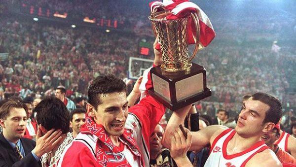 Με τον Ολυμπιακό κέρδισε 4 πρωταθλήματα Ελλάδος, δύο κύπελλα και ένα Ευρωπαικό