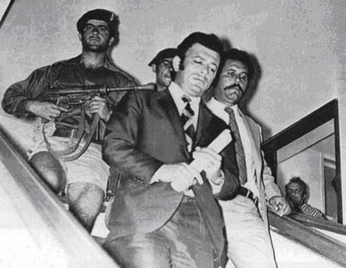 Νίκος Σαμψών, ο εκτελεστής της ΕΟΚΑ που δολοφόνησε και τη δημοκρατία. Ήταν ο τρόμος των Βρετανών και τον αποκαλούσαν ο «άτρωτος» επειδή γλίτωνε συνεχώς. Στο τέλος πρόδωσε τον Μακάριο και συνεργάστηκε με την χούντα