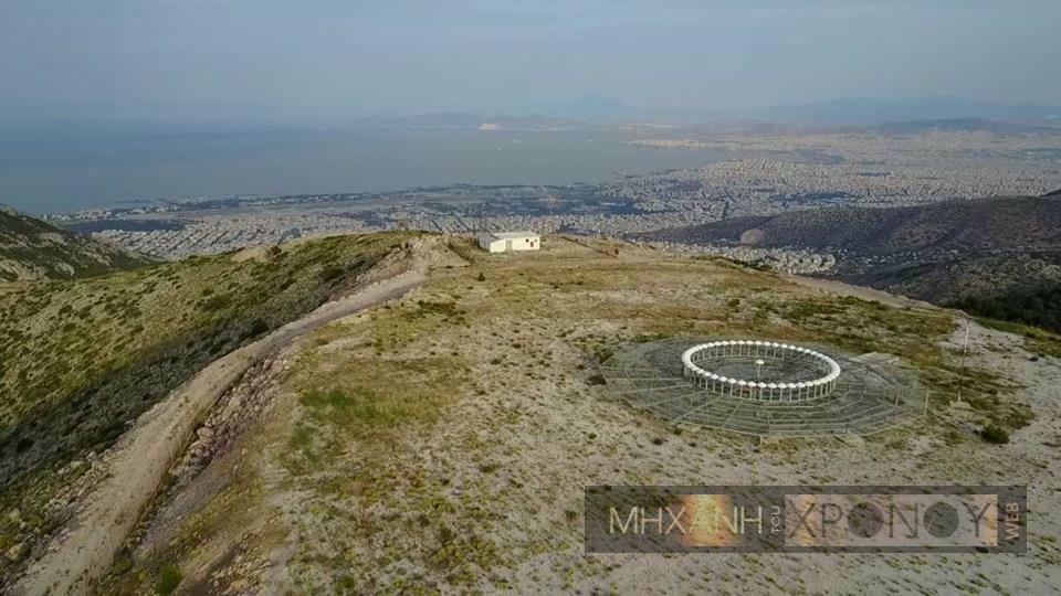 """Ποιο είναι το """"μάτι της Αττικής"""". Η παράξενη εγκατάσταση στην κορυφή του Υμηττού και οι θεωρίες συνωμοσίας ότι φιλοξενεί μυστική βάση (βίντεο drone)"""