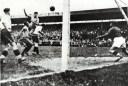 Έπαιξε στην ίδια ομάδα με τον Βαζέχα και υπήρξε ο πρώτος παίχτης που σημείωσε 4 γκολ σε αγώνα Μουντιάλ. Το ρεκόρ του άντεξε 56 χρόνια