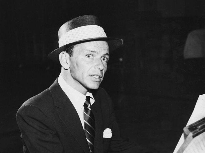 Ο Φρανκ Σινάτρα υπήρξε άνθρωπος της μαφίας και κούριερ της CIA, όπως αποκάλυψε η κόρη του. Ο πατέρας του Κένεντι του είχε ζητήσει να μεσολαβήσει στη μαφία για να κερδίσει τις ψήφους των συνδικάτων!