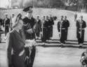 Η μοναδική φορά που η Ελισάβετ επισκέφθηκε την Ελλάδα, πριν γίνει βασίλισσα. Σπάνιο βίντεο όπου καταθέτει στεφάνι στον άγνωστο στρατιώτη με τον Φίλιππο, που είχε φυγαδευτεί από την Ελλάδα το 1922