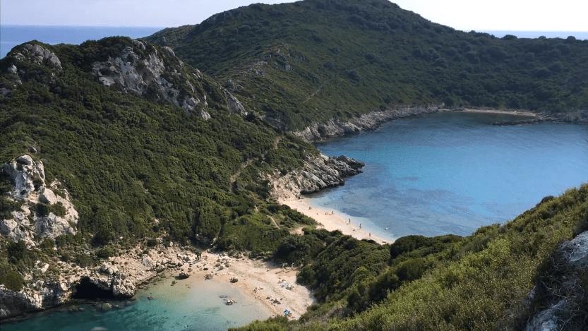 Πόρτο Τιμόνι. Η απομακρυσμένη παραλία της Κέρκυρας, όπου συναντήθηκαν μυστικά ο Οδυσσέας και η Ναυσικά. Γιατί η περιοχή ταυτίζεται με τη μυθική πόλη των Φαιάκων