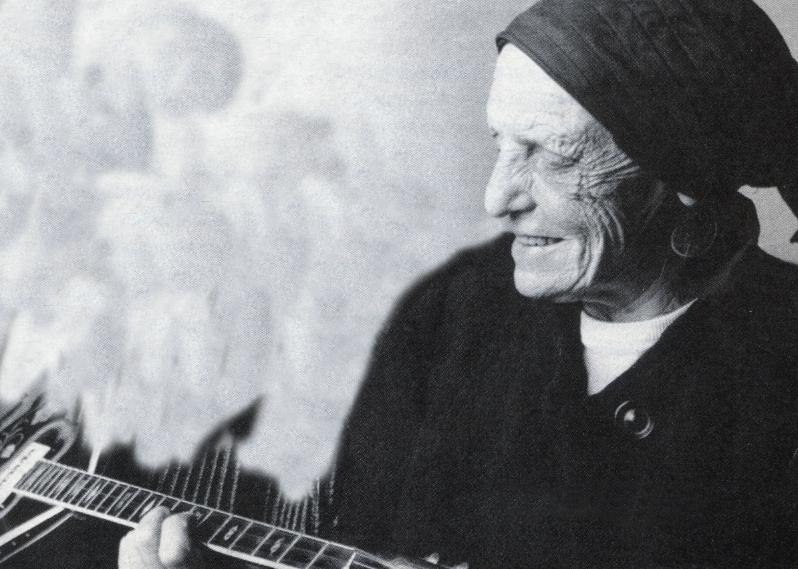 Ευτυχία Παπαγιαννοπούλου, το διαζύγιο και πώς ξεκίνησε να γράφει στίχους μετά τα 50 της. Η χαρτορίχτρα, ο τζόγος και η συνεργασία με τους Τσιτσάνη, Μπιθικώτση, Καζαντζίδη, Χιώτη